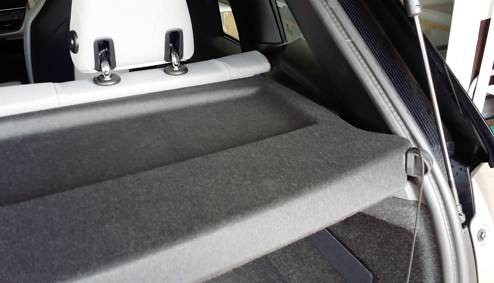 BMW i3 Parcel Shelf Removal Tip